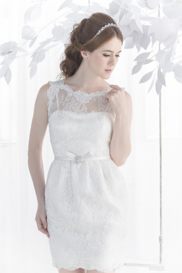 Tulip short lace wedding dress