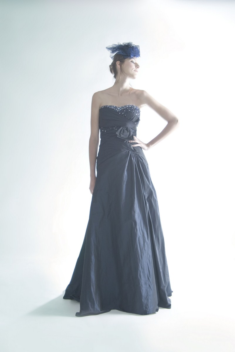 Classy evening dress with a ribbon bow